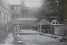 Lavoir construit autour de la mare  Auneuil (60)